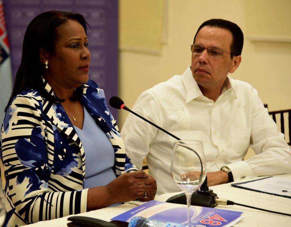 Peña Mirabal dice ADP «politiza» tema educativo; niega Gonzalo pretenda despojar del 4%