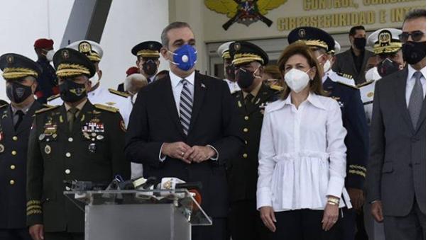 Abinader visita el C5i del Ministerio de Defensa