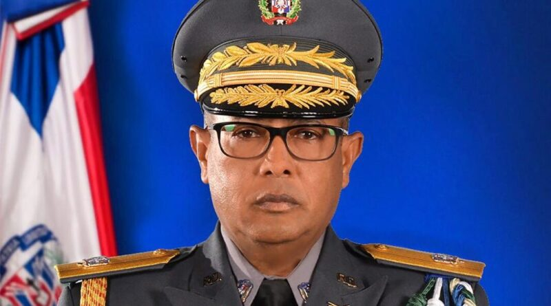Abinader designa a Guzmán Peralta en la Digesett; asciende siete coroneles a generales