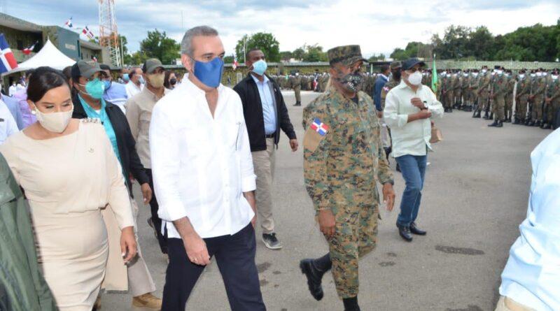 Presidente de la República visitó la 4ta. Brigada de Infantería del Ejército de República Dominicana en Valverde, Mao